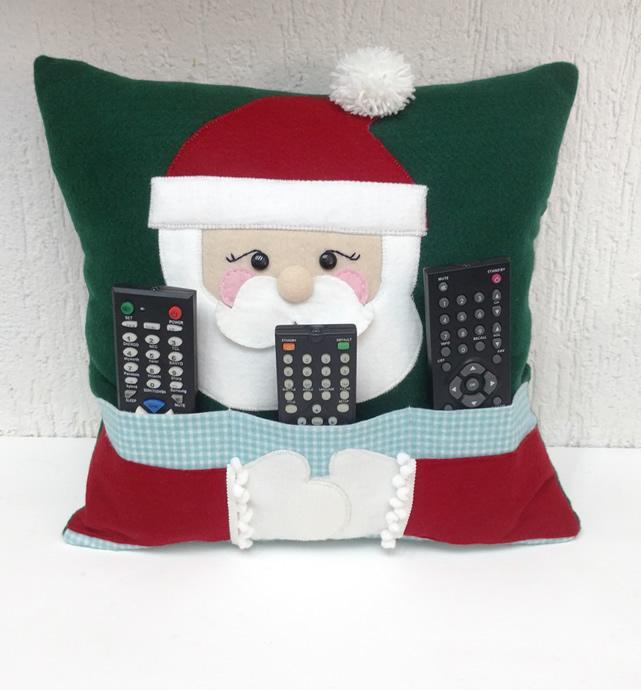 f036b1000bdb85 Como Fazer Almofada de Papai Noel em Feltro - Porta-Controle Remoto
