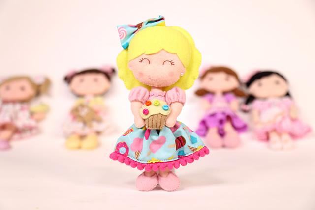 Boneca - artesanato em feltro
