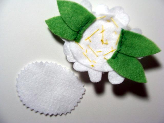 como fazer flor de feltro para tiara