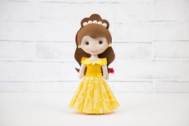 boneca de feltro princesa