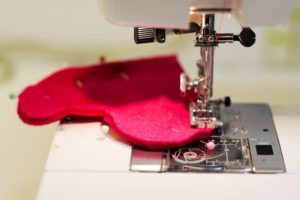 como costurar feltro na máquina