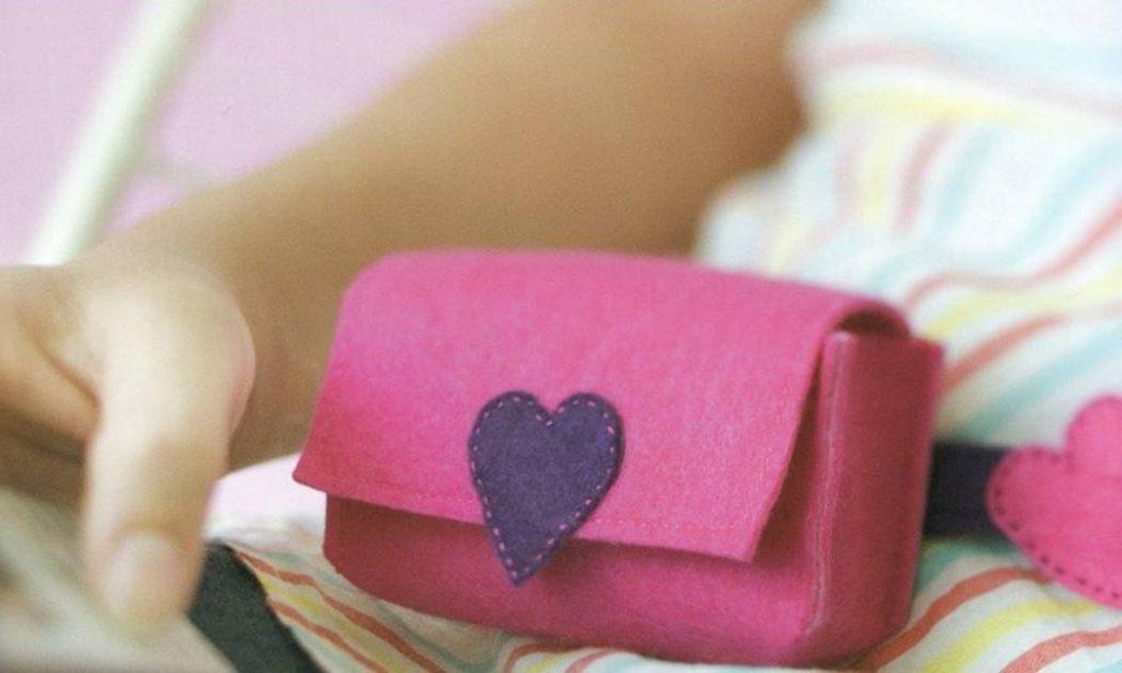Pochete de feltro rosa