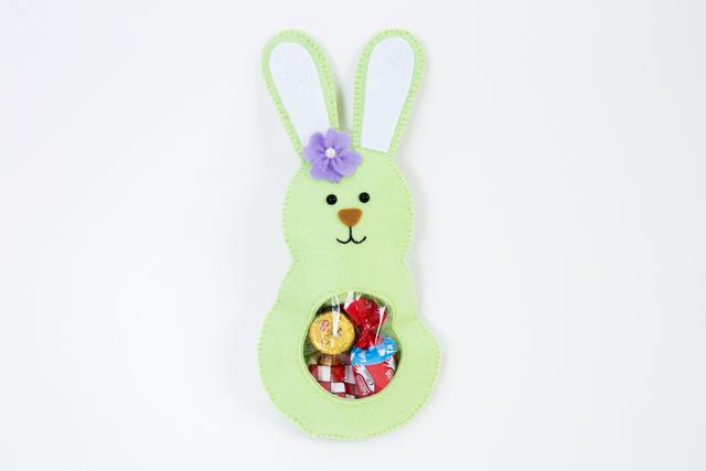 Lembrancinha de coelho da Páscoa com bombons