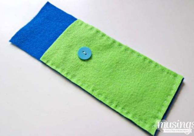 Estojo de feltro verde e azul