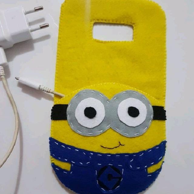 Porta carregador de celular dos Minions