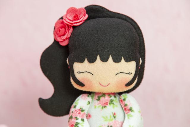 Boneca japonesa de feltro