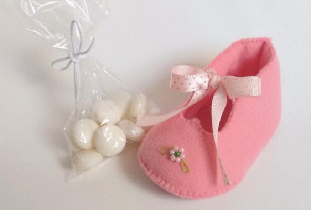 Sapatinho de feltro rosa