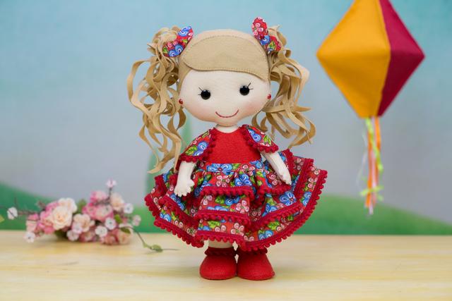Boneca de feltro para festa junina