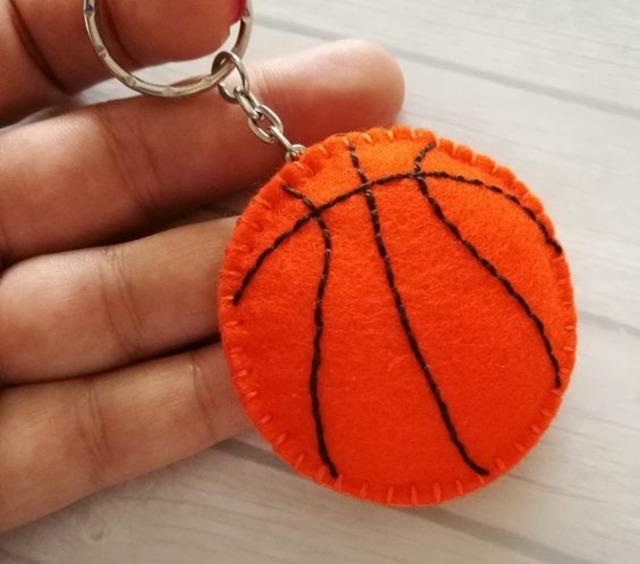 Chaveiro de bola de basquete de feltro