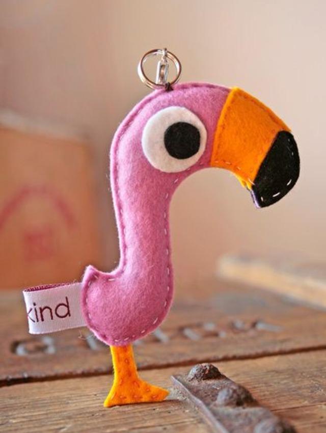 Chaveiro de flamingo de feltro