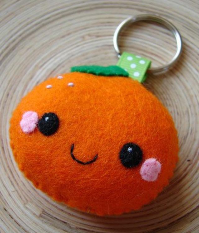 Chaveiro de laranja de feltro