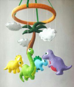 Móbile de feltro dinossauros