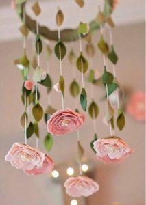 Móbile de feltro rosas