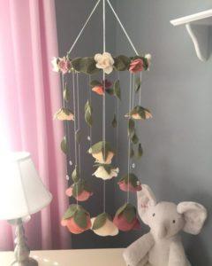 Móbile de feltro flores