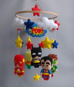 Móbile de feltro super heróis