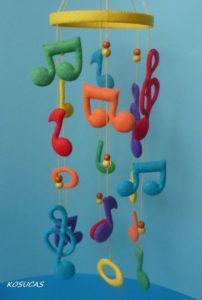 Móbile de feltro notas musicais