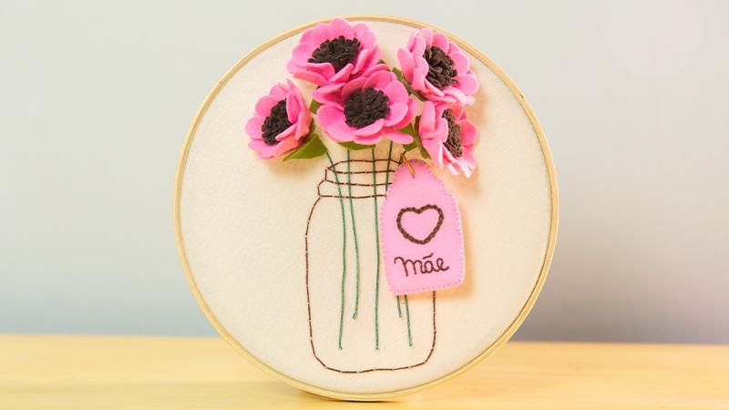 Lembrancinhas para o Dia das Mães: Bastidor de Flores em Feltro